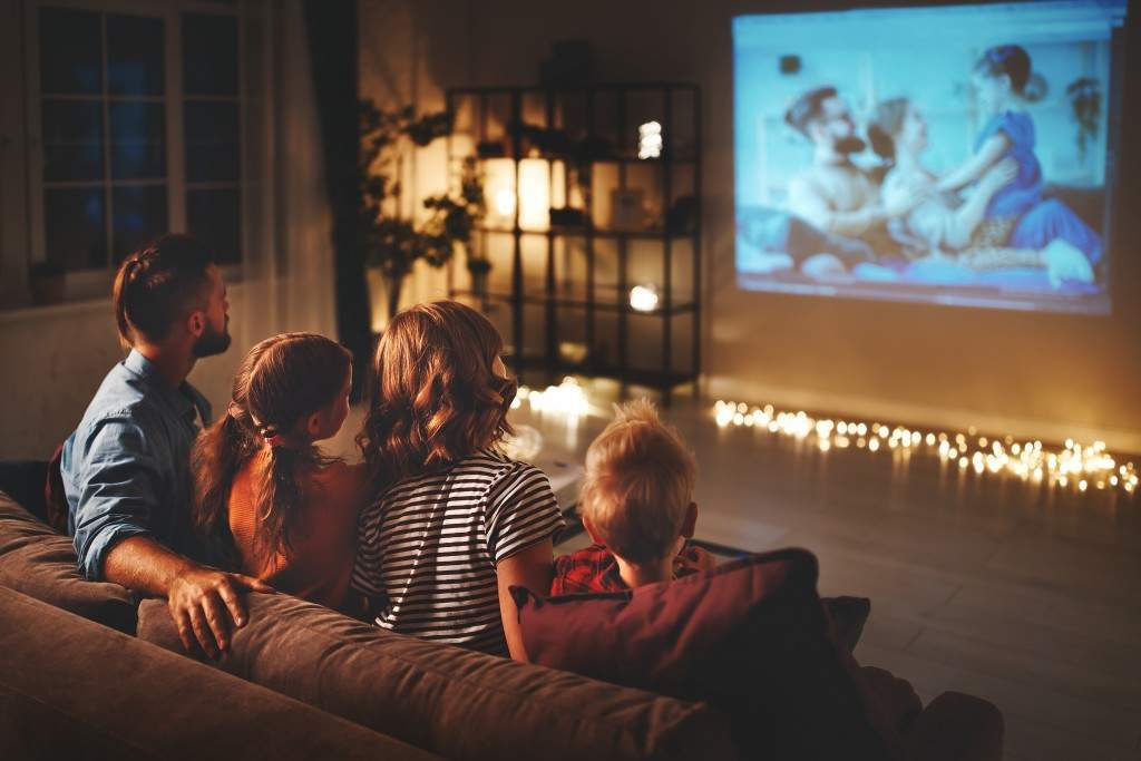 thanksgiving ideas - bingewatch with family and pur friends
